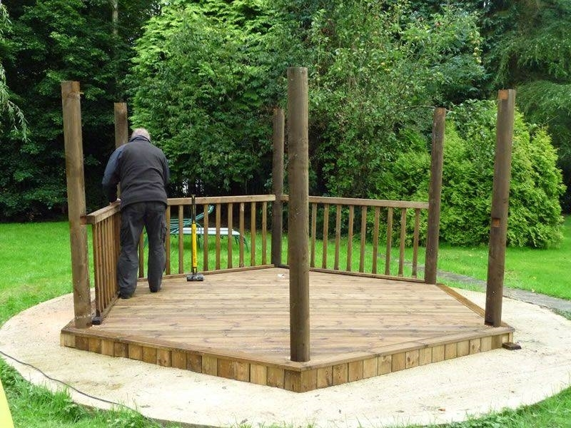 Costruire pergolati pergole for Pergolato in legno fai da te
