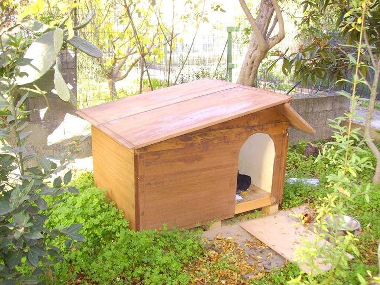 Un esempio di cuccia per cani in legno
