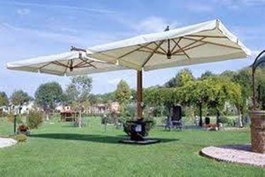 Diversi modelli per diversi stili di ombrellone da giardino