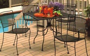 tavolo da esterno in ferro battuto