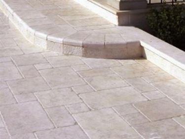 Posa di un pavimento per esterno accessori da esterno for Pavimento da giardino