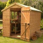 casetta di legno in giardino