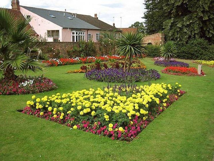 Aiuole fioriere come creare delle aiuole for Aiuole giardino idee