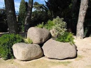 Fioriere in pietra fioriere for Arredo giardino in pietra
