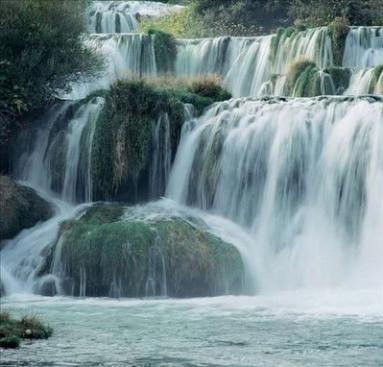 Cascate pietra fontane cascate pietra fontane for Fontane a cascata da giardino