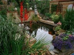 Laghetti d 39 acqua fontane laghetti d 39 acqua fontane for Laghetto giardino zanzare