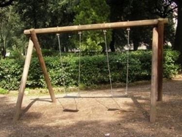 Altalene giochi giardino altalene giochi giardino - Altalena da giardino in legno ...