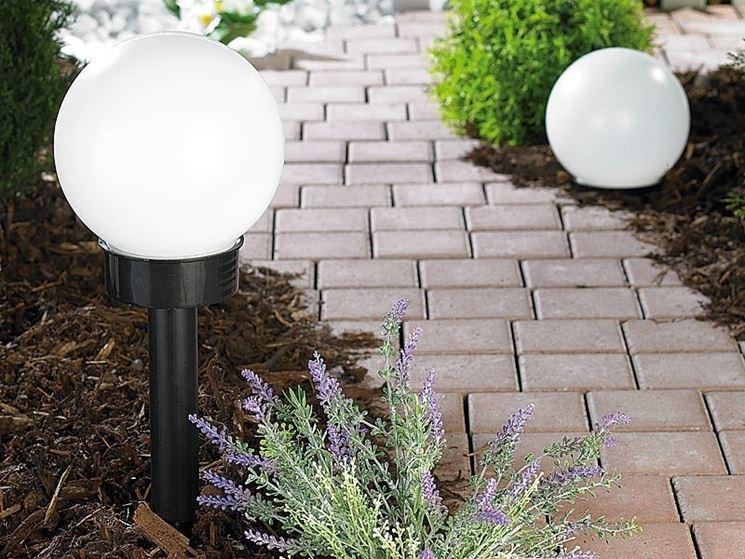 Sensore crepuscolare esterno installato in giardino