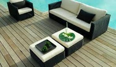 divano in giardino