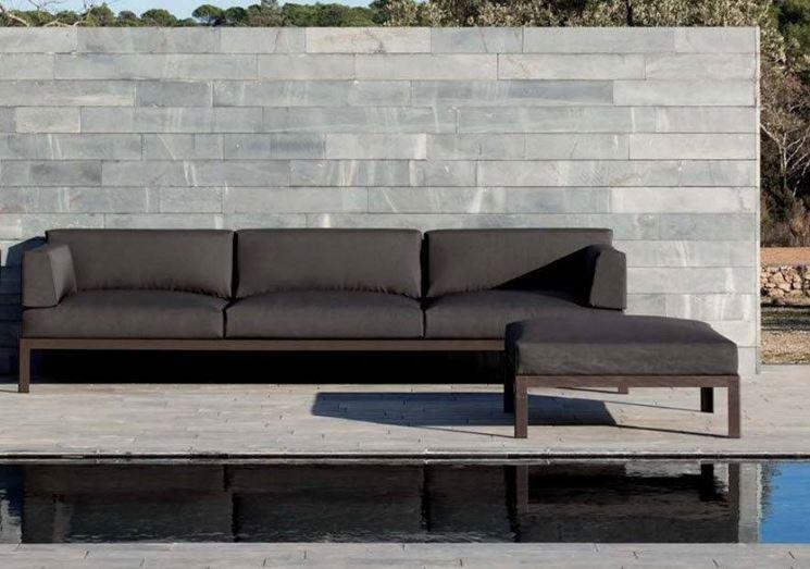 Divano da giardino mobili da giardino for Offerte mobili da esterno