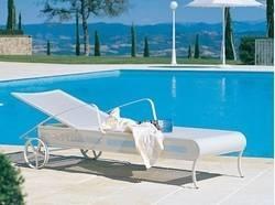 Mobili per il giardino in legno mobili da giardino for Sdraio bordo piscina