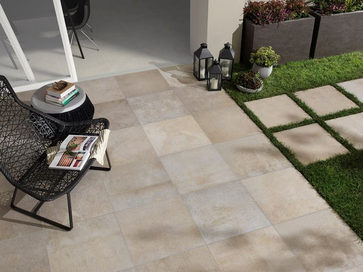 Come scegliere le piastrelle antiscivolo per esterno - Pavimenti per ...