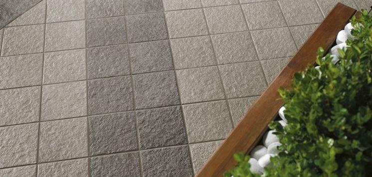 Come scegliere le piastrelle antiscivolo per esterno for Prodotti per piscina prezzi