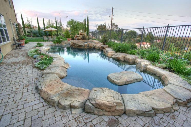 Pavimentazione in pietra per piscina