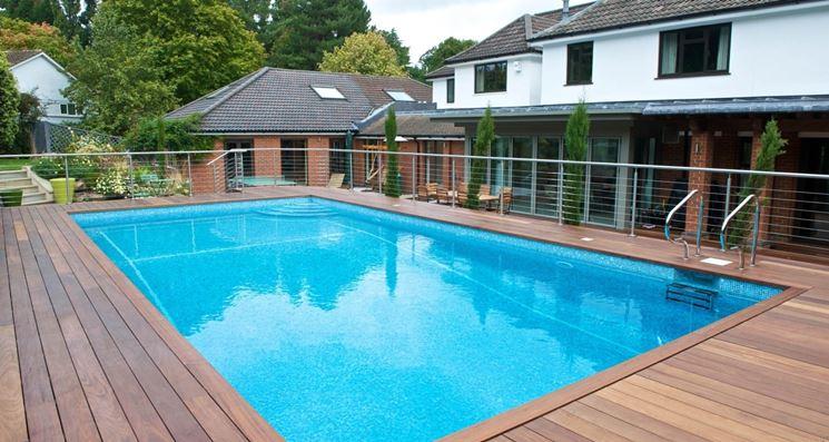 Pavimentazione in legno per piscine