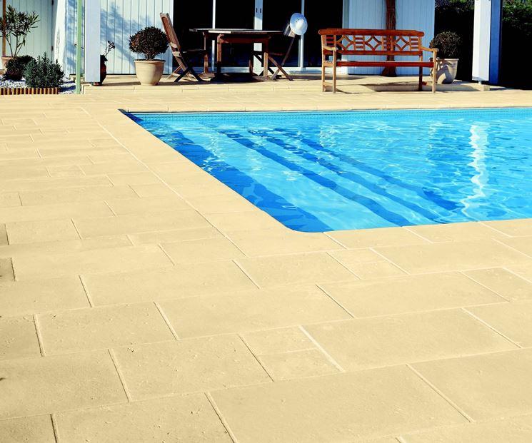 Pavimentazioni piscine pavimenti per esterni realizzare pavimenti per piscine - Piastrelle bordo piscina ...