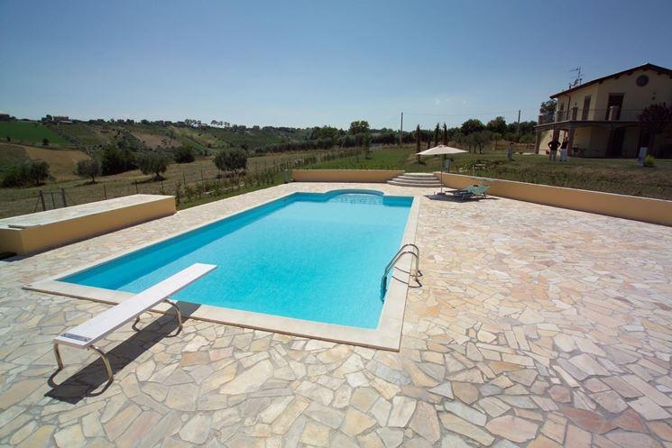 Pavimentazioni piscine pavimenti per esterni realizzare pavimenti per piscine - Piscine per giardino ...