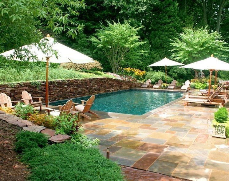 Pavimento intorno alla piscina