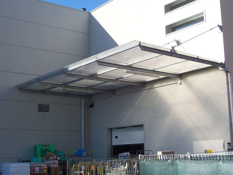 Pensilina, tettoia in policarbonato