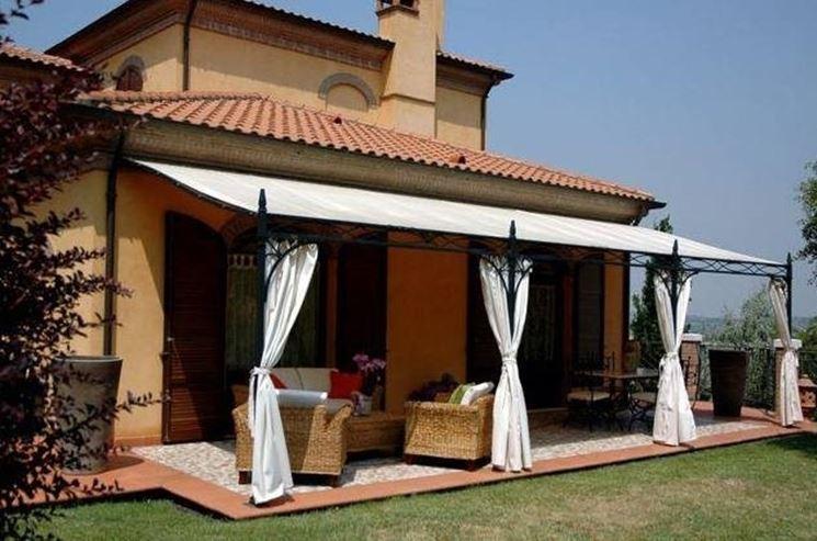Pensiline fotovoltaiche in legno pergole tettoie - Pergole da giardino ...