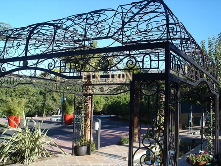 Pensiline in ferro battuto pergole tettoie giardino for Arredo giardino ferro battuto