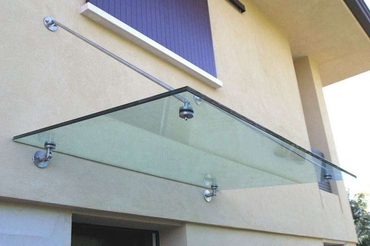 Pensiline in vetro pergole tettoie giardino caratteristiche delle pensiline in vetro - Tettoia per porta ingresso ...