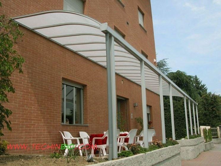 Pensiline plexiglass pergole tettoie giardino for Tettoie in plexiglass brico