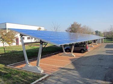 Pensiline fotovoltaiche in alluminio.