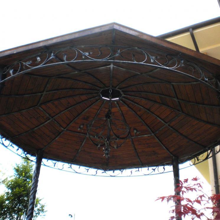 tettoia in ferro ricoperta in legno