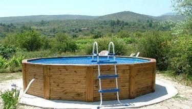 piscina rivestita in legno