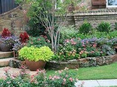 Aiuole in pietra progettazione giardino - Idee per realizzare un giardino ...