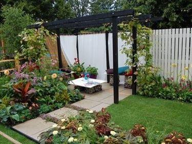 Progettazione piccoli giardini progettazione giardino for Progettazione piccoli giardini