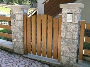 Recinzioni in legno recinzioni for Cancelletti per cani da esterno