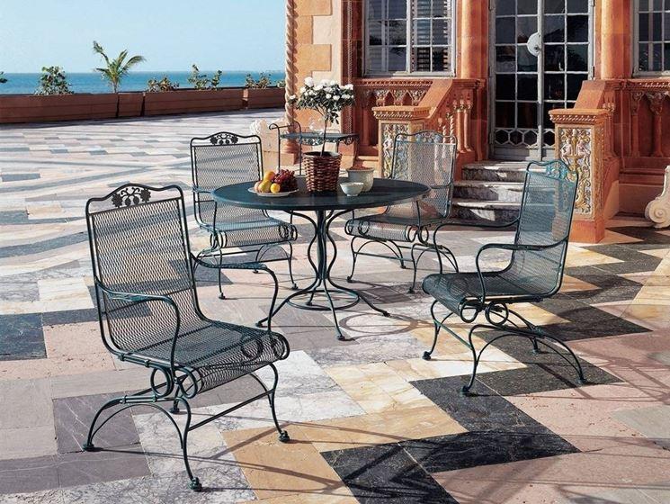 tavolo esterno in ferro