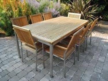 Tavoli da esterno in legno tavoli e sedie for Tavoli e sedie per esterno