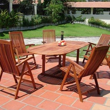 Tavoli da esterno in legno tavoli e sedie for Arredo giardino in legno