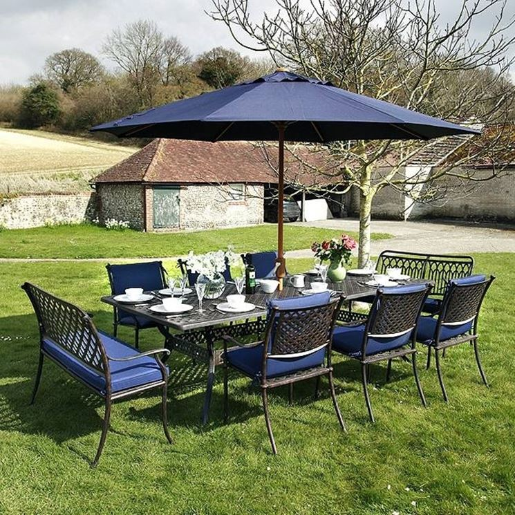Tavoli da giardino in ferro tavoli e sedie - Tavoli da giardino in ferro battuto e mosaico ...