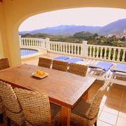 Tavoli da esterno in legno tavoli e sedie for Tavoli da terrazzo
