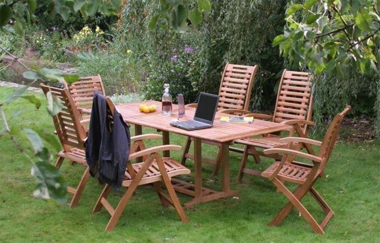 Tavoli in legno da giardino tavoli e sedie - Sedie giardino legno ...