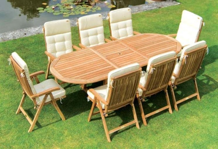 tavolo per giardino in legno