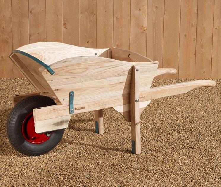 Carriola in legno attrezzi manuali caratteristiche for Fioriera carriola