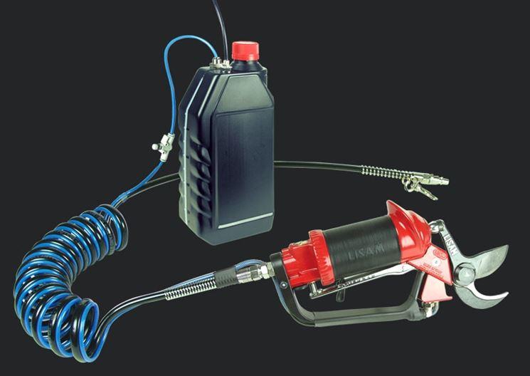 Forbici pneumatiche collegate al compressore