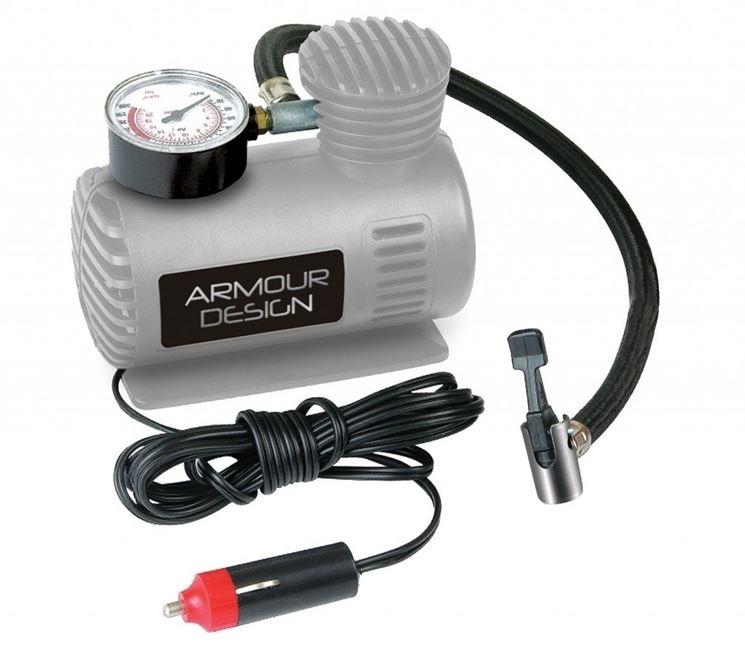 Un <em>mini compressore</em> da alimentare dalla batteria dell'auto