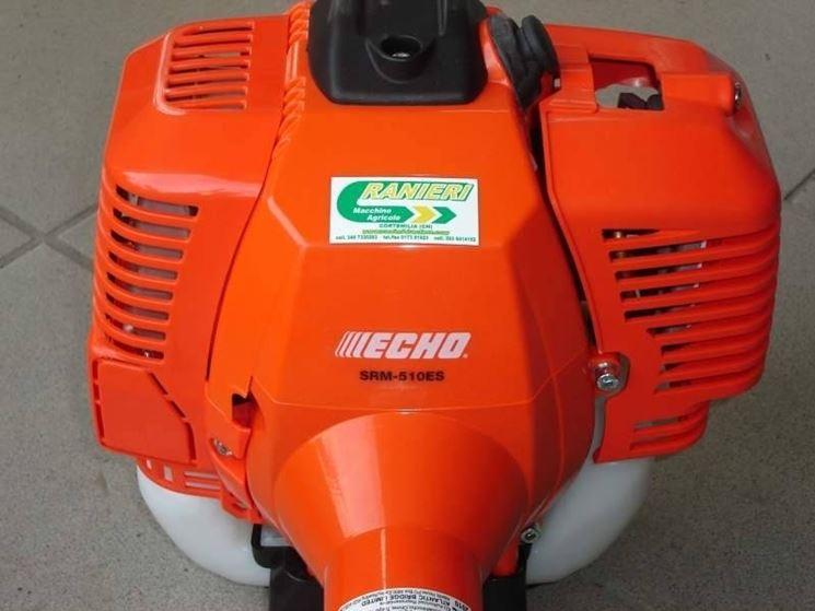 Un motore da 51,7cc di un decespugliatore Echo