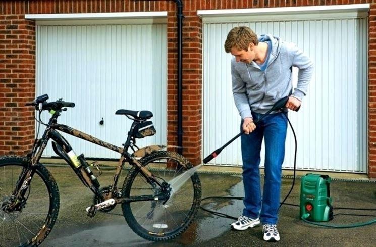 Una idropulitrice Bosch � ideale per pulire la bici o l'auto