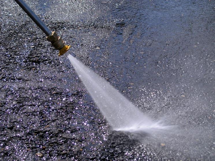 Particolare dell'acqua in uscita dall'uggello.