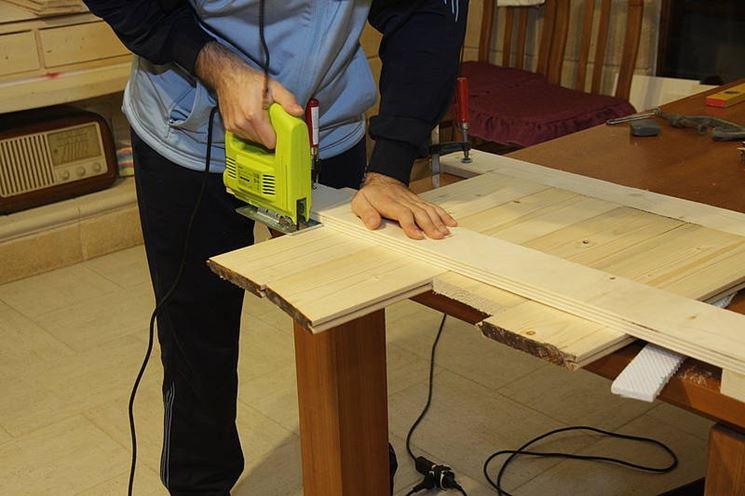 Seghetto alternativo in azione su legno
