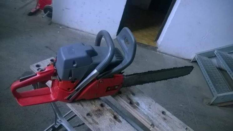 Una motosega Efco usata