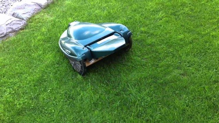 Gli  Automower® gestiscono gli ostacoli