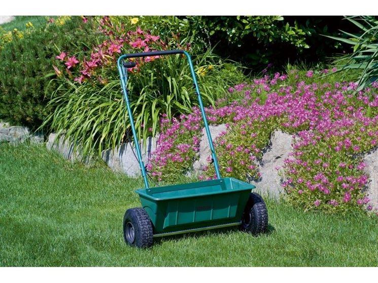 Carrello spandiconcime spandiconcime attrezzi giardino for Diserbante per prato